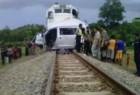Mobil Mogok Di Atas Rel Kereta Api Sulit Hidup Kembali