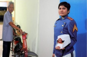 Hebat, Desi Anak Tukang Pangkas Rambut Lulus Taruni Akmil
